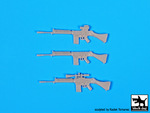 1\35 FN-FAL plus backpacks Falkland war